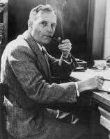 Edwin Powell Hubble fumand pipa