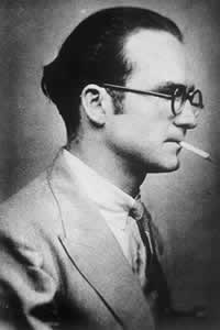 Mircea Eliade, tanar, fumand o tigare