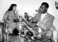 Nat King Cole fumand pipa