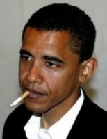 Barack Obama fumand