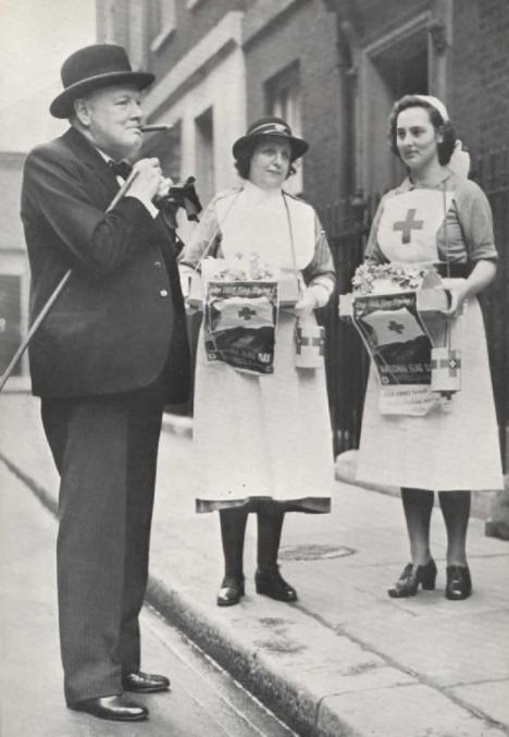 Winston Churchill cu surori medicale